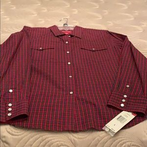 Beautiful Plaid top with pearl snaps